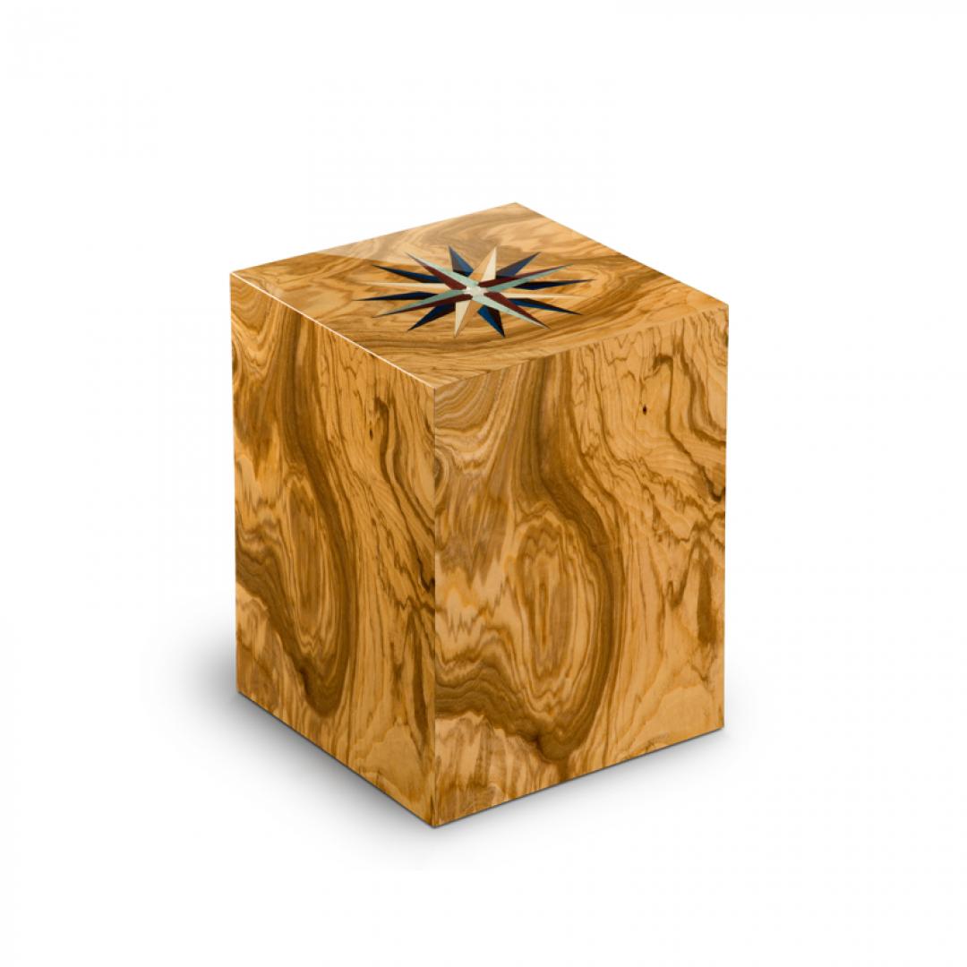 Houten medium urn olijfhout met windroos Columbarium Rosa dei Venti Olivo UR-C-RV-01L 6 Liter