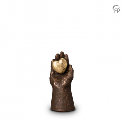 Urn Handje met hart UGK004A}