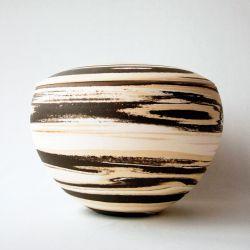 Terra urn}