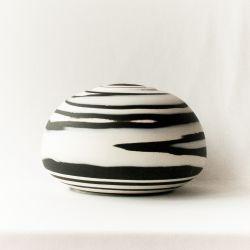 Yin and Yang urn}